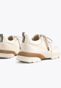 Uterqüe - MIT LOGO - Sneakersy niskie - beige - 3