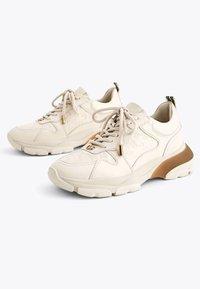 Uterqüe - MIT LOGO - Sneakersy niskie - beige - 2