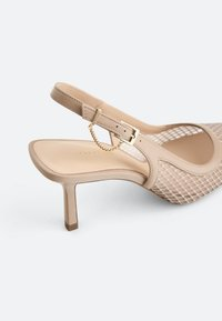 Uterqüe - SLINGPUMPS MIT GITTERMUSTER 15226580 - Classic heels - beige - 4
