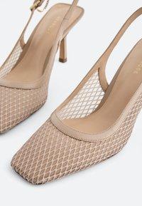 Uterqüe - SLINGPUMPS MIT GITTERMUSTER 15226580 - Classic heels - beige - 3