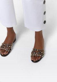 Uterqüe - Sandals - black - 0