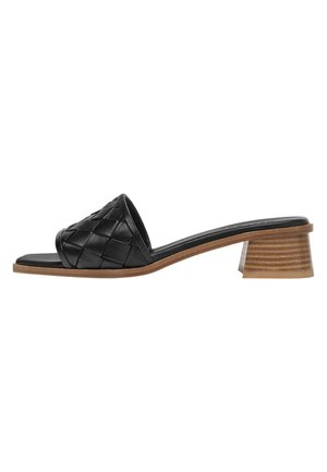 PANTOLETTEN AUS GEFLOCHTENEM LEDER 15511580 - Sandals - black