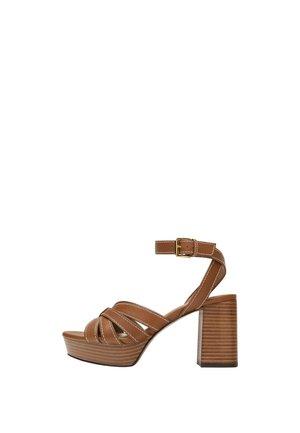 15510580 - Sandály na vysokém podpatku - brown
