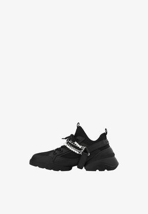 SNEAKER MIT ABNEHMBAREN KETTEN 15402580 - Sneakers basse - black