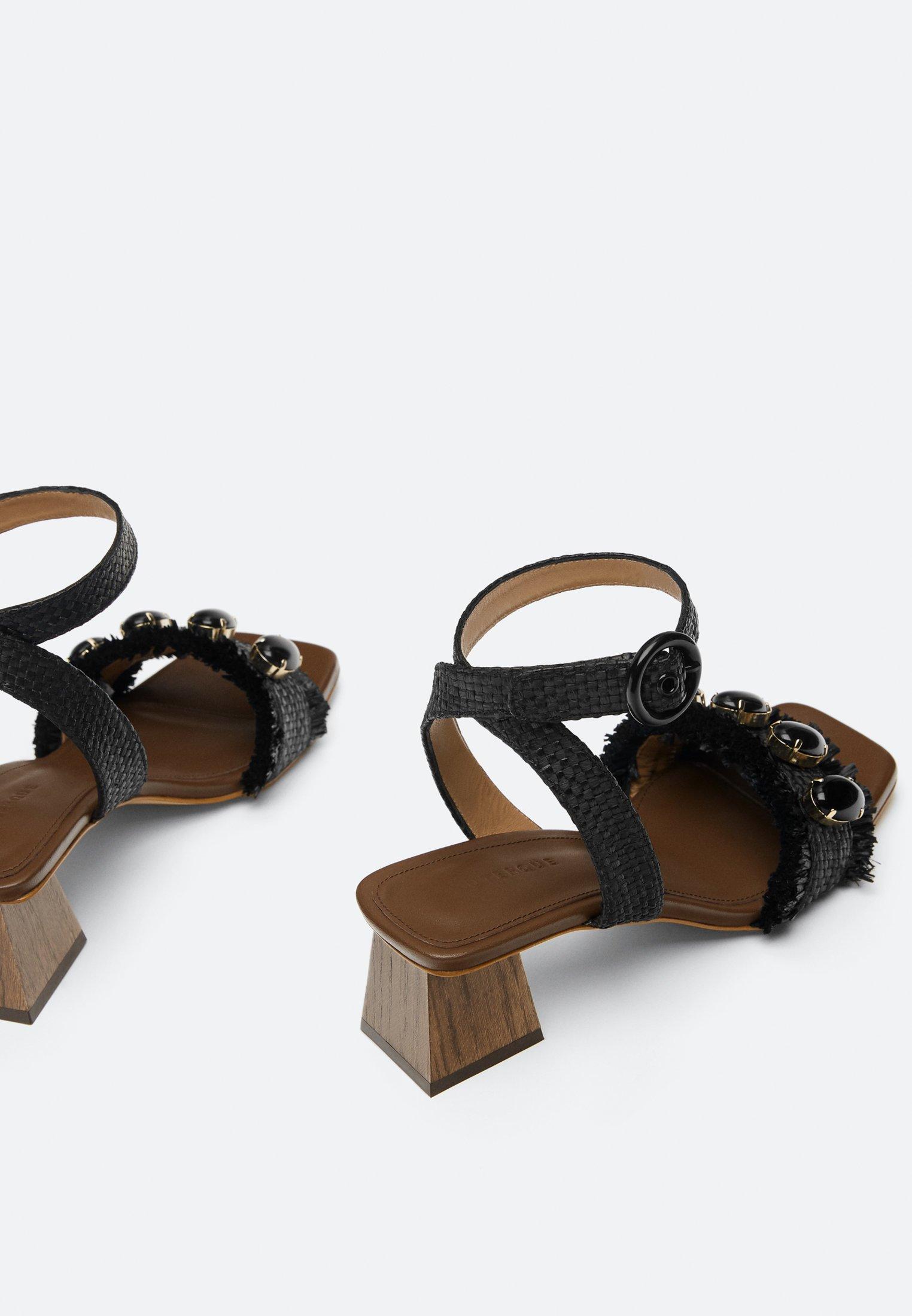 Uterqüe Raphia-sandalen Mit Schmucksteinen 15525580 - Sandalen Met Enkelbandjes Black Goedkope Schoenen
