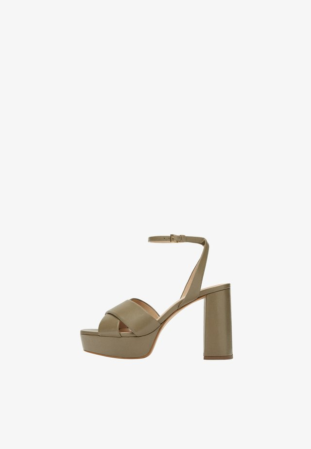 MIT PLATEAUSOHLE - High heeled sandals - brown