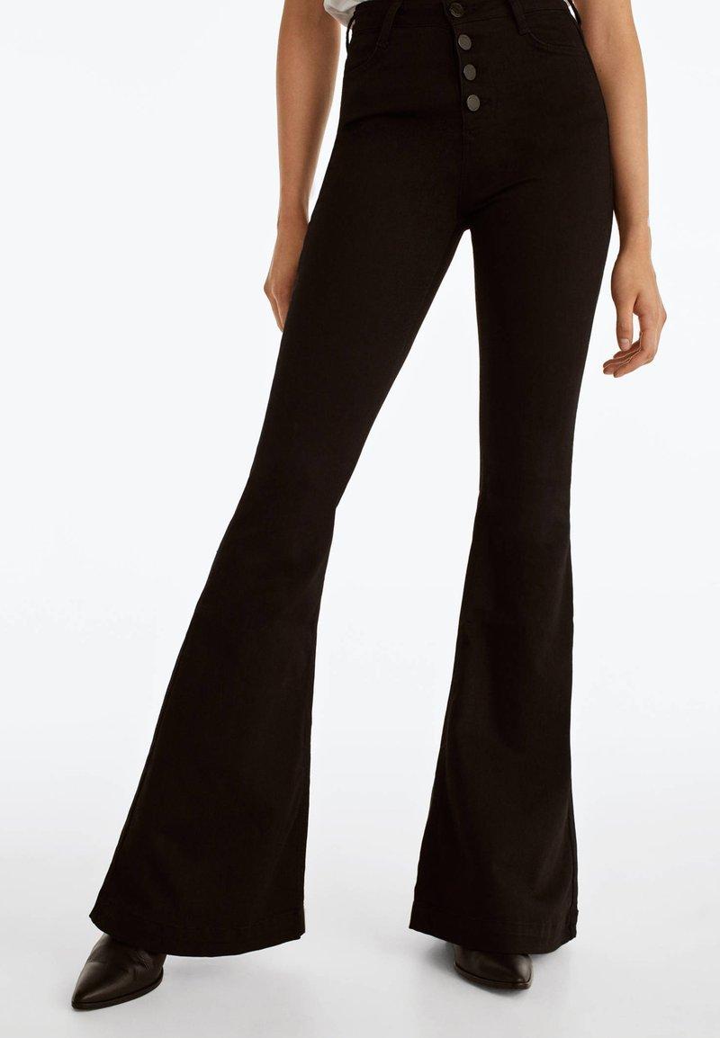 Uterqüe - MIT SCHLAG  - Bootcut jeans - black