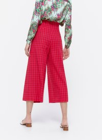 Uterqüe - MIT SCHNALLE - Trousers - red - 2