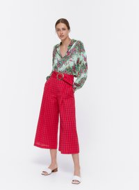 Uterqüe - MIT SCHNALLE - Trousers - red - 1