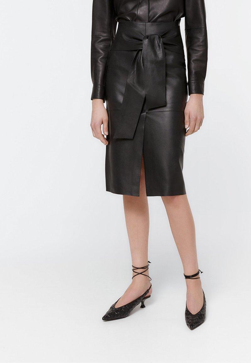 Uterqüe - Pencil skirt - black