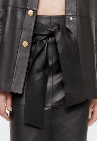 Uterqüe - Pencil skirt - black - 4