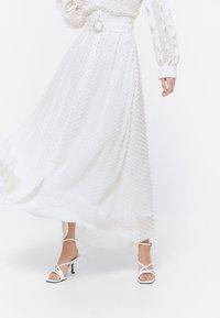 Uterqüe - ROCK  - A-line skirt - white - 0