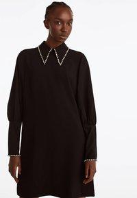 Uterqüe - MIT STRASSDETAILS  - Korte jurk - black - 0