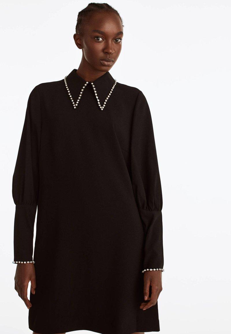 Uterqüe - MIT STRASSDETAILS  - Korte jurk - black