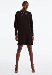 Uterqüe - MIT STRASSDETAILS  - Korte jurk - black - 1