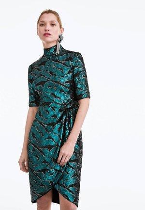 MIT PAILLETTEN - Cocktail dress / Party dress - green