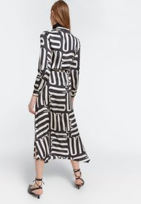 Uterqüe - Maxi šaty - black - 2