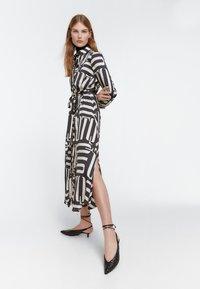 Uterqüe - Maxi šaty - black - 1