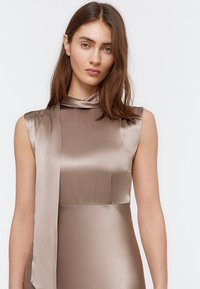 Uterqüe - FLIESSENDES KLEID 00204260 - Vestito elegante - light grey - 3