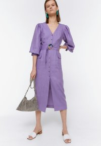 Uterqüe - KURZES LEINENKLEID MIT BAUSCHÄRMELN 00201260 - Denní šaty - dark purple - 0