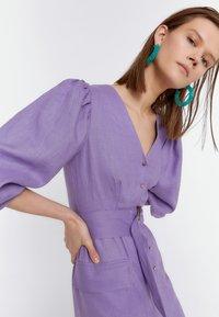 Uterqüe - KURZES LEINENKLEID MIT BAUSCHÄRMELN 00201260 - Denní šaty - dark purple - 3