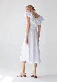 Uterqüe - Sukienka letnia - white - 2