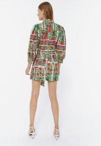 Uterqüe - MIT PRINT - Sukienka letnia - white - 2