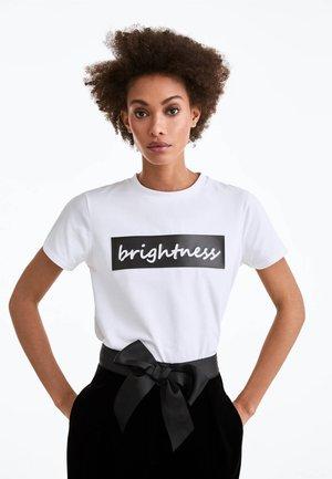 BRIGHTNESS - Print T-shirt - white