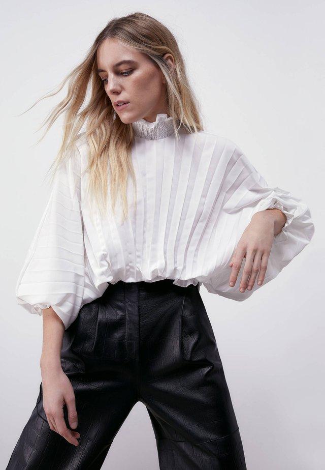 MIT STEHKRAGEN - Pusero - white