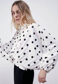 Uterqüe - MIT TUPFEN - Button-down blouse - white - 3