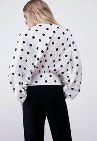 Uterqüe - MIT TUPFEN - Button-down blouse - white - 2