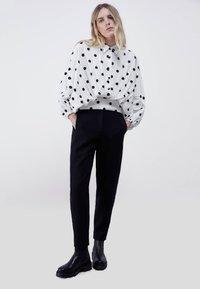 Uterqüe - MIT TUPFEN - Button-down blouse - white - 1