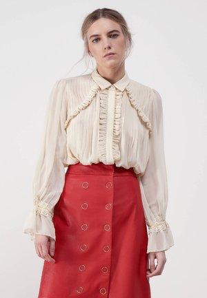 PLISSIERTES HEMD MIT VOLANTS 00612253 - Button-down blouse - beige
