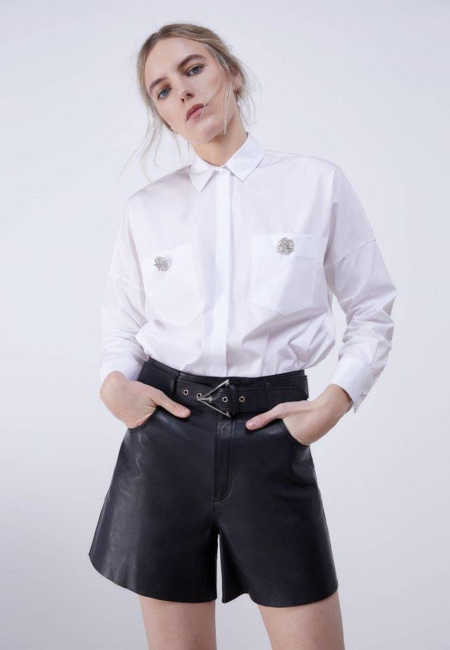 MIT SCHMUCKKNOPF  - Skjortebluser - white