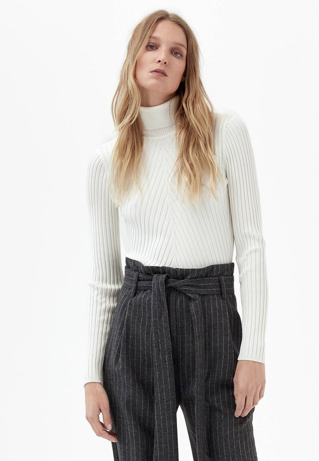 Strikpullover /Striktrøjer - off white