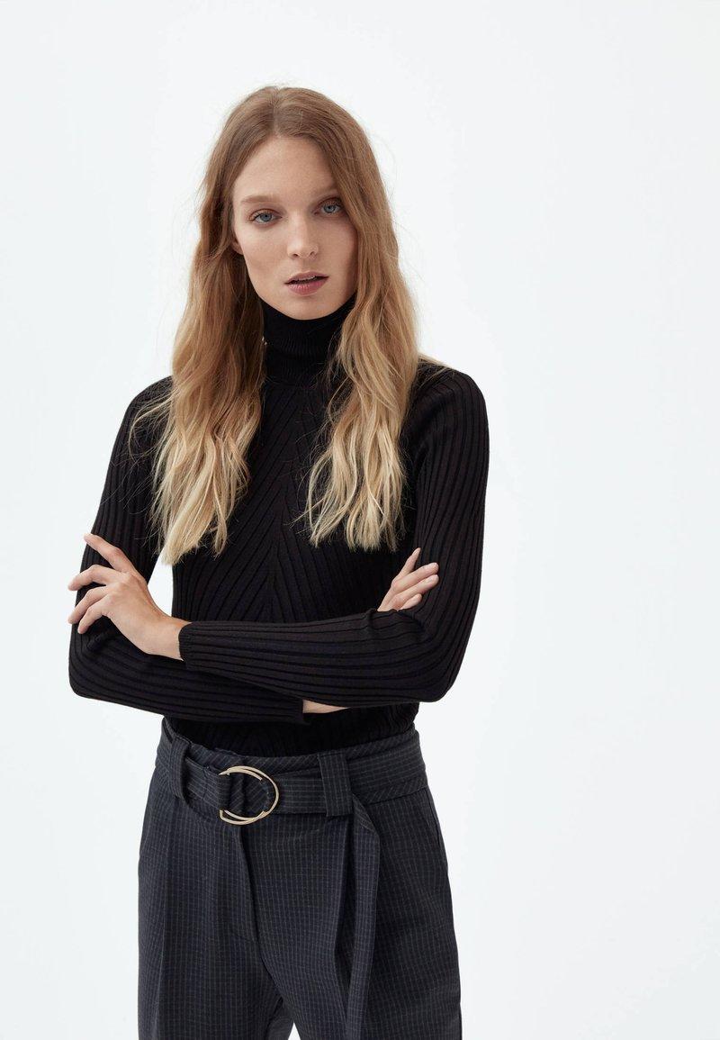 Uterqüe - Strikpullover /Striktrøjer - black