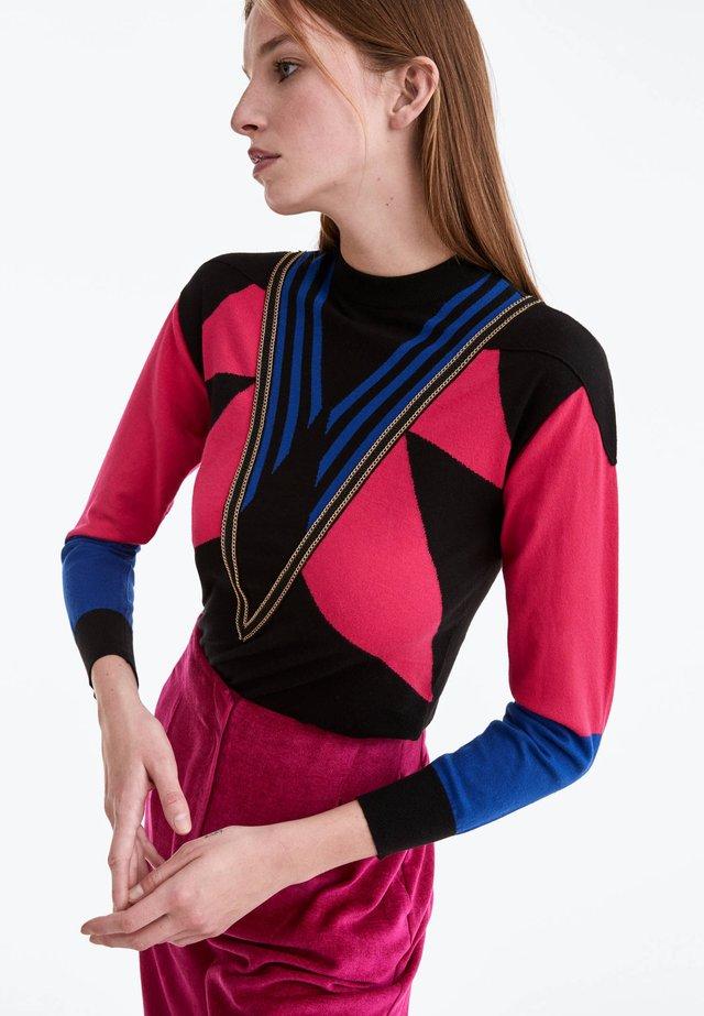 MIT ZIERKETTE - Sweter - black