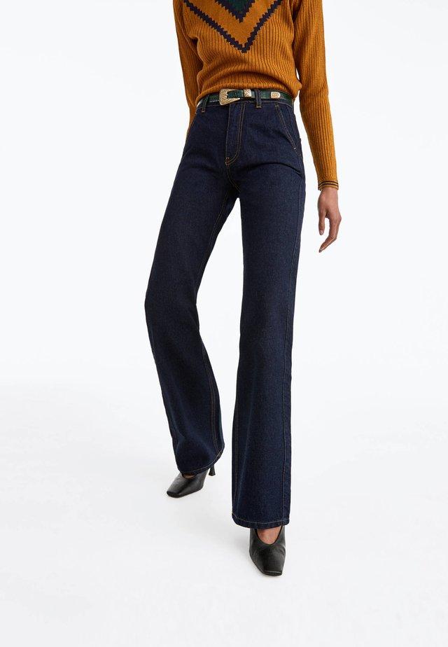 MIT KONTRASTNÄHTEN  - Jeans a zampa - blue