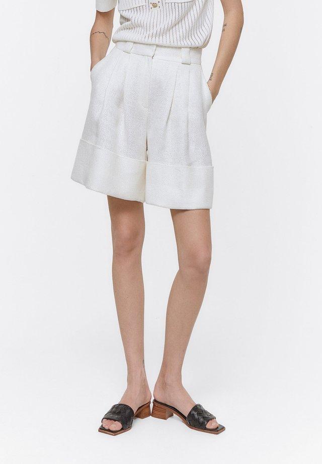 LEINENBERMUDAS - Shorts - white