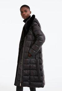 Uterqüe - Down coat - black - 3