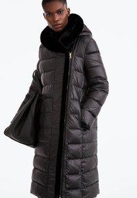 Uterqüe - Down coat - black - 0