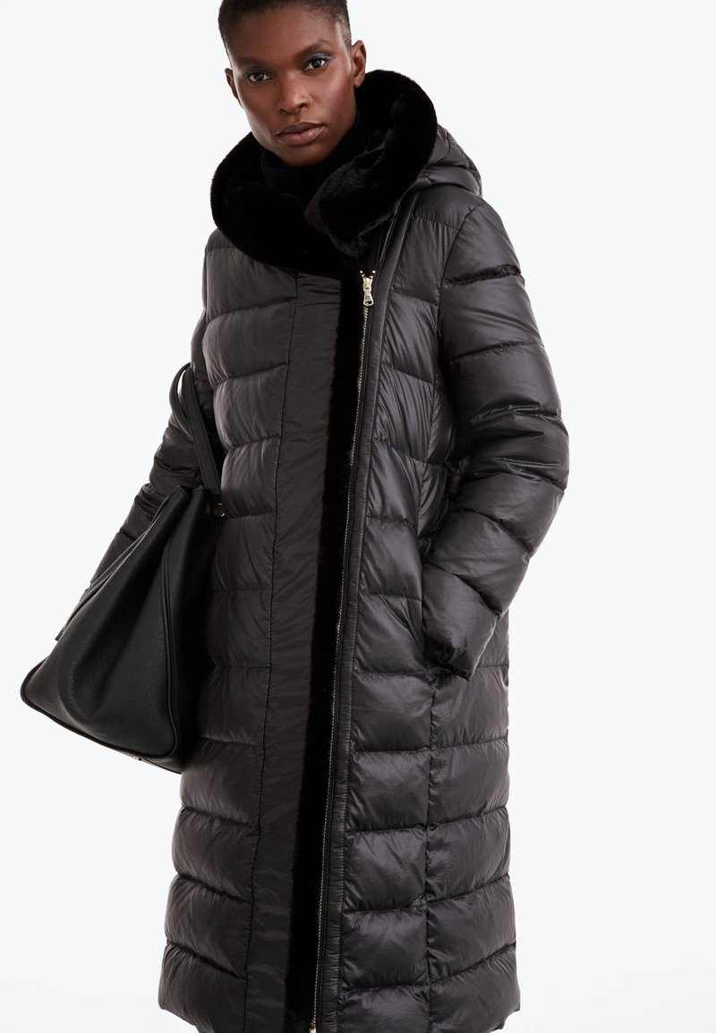 Uterqüe - Down coat - black