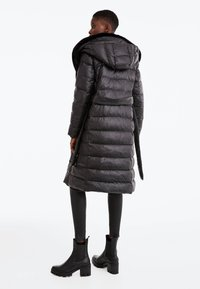 Uterqüe - Down coat - black - 2