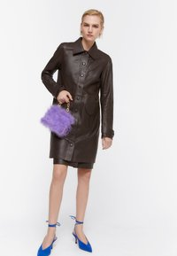 Uterqüe - MIT STANZMUSTER - Short coat - brown - 1
