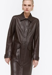 Uterqüe - MIT STANZMUSTER - Short coat - brown - 3
