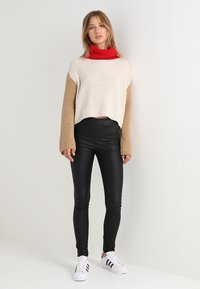 Vila - VICOMMIT COATED PLAIN - Legging - black