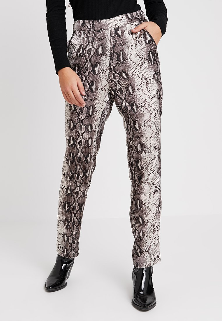Vila - VIPINJA PANTS - Trousers - cloud dancer
