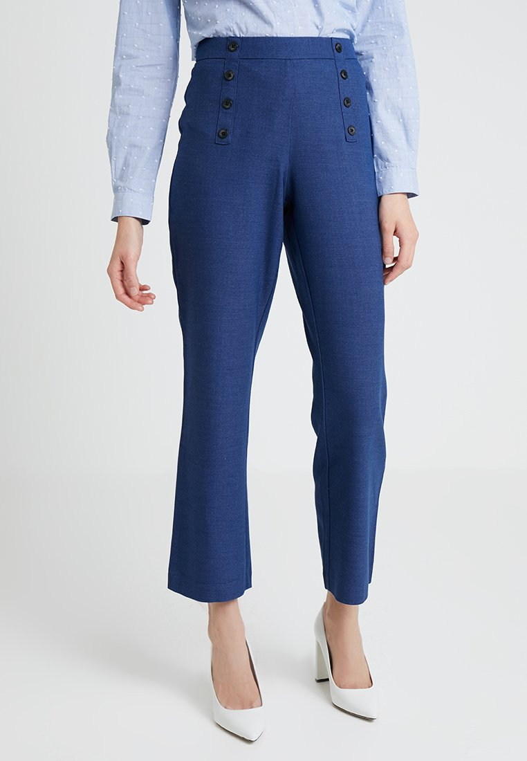 Vila - VIDEAN 7/8 MINI FLARED PANT - Pantalones - blue denim