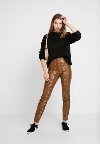 Vila - Trousers - toffee - 1