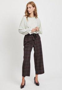 Vila - Pantalon classique - dark brown - 1